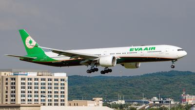 A picture of B16727 - Boeing 77735E(ER) - EVA Air - © Huang Chengjen
