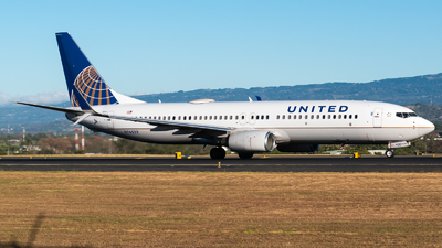 A picture of N76523 - Boeing 737824 - United Airlines - © Alfredo La Red