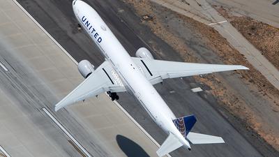 N2135U - Boeing 777-322ER - United Airlines