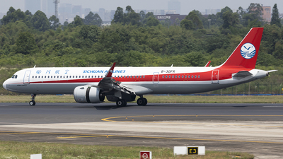 A picture of B30FR - Airbus A321271NX - Sichuan Airlines - © jehrenstoneman
