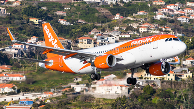 A picture of OEINE - Airbus A320214 - easyJet - © Martin Rogosz