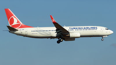 A picture of TCJHP - Boeing 7378F2 - Turkish Airlines - © Menyhért Bence