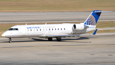A picture of N963SW - Mitsubishi CRJ200LR - United Airlines - © Javier Vera