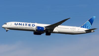 A picture of N12012 - Boeing 78710 Dreamliner - United Airlines - © Kris Van Craenenbroeck
