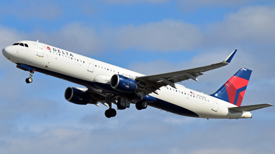 A picture of N305DN - Airbus A321211 - Delta Air Lines - © Twin Cities Spotter
