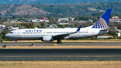 A picture of N24211 - Boeing 737824 - United Airlines - © Cristian Quijano