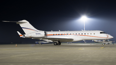 N104DA - Bombardier BD-700-1A10 Global Express - Private