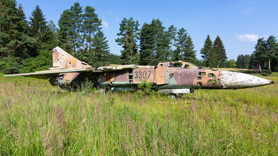 3307 - Mikoyan-Gurevich MiG-23ML Flogger G - Czech Republic - Air Force