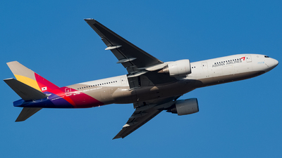 HL7756 - Boeing 777-28E(ER) - Asiana Airlines