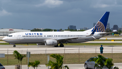 A picture of N14237 - Boeing 737824 - United Airlines - © Evan Dougherty