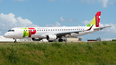 A picture of CSTTY - Embraer E195AR - TAP Express - © Aaron Vancoillie