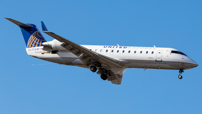 A picture of N431AW - Mitsubishi CRJ200LR - United Airlines - © Martin Pinnau