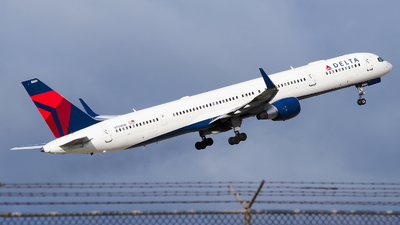 N589NW - Boeing 757-351 - Delta Air Lines