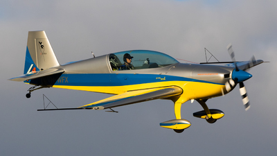 VH-WFX - Extra 300L - Private