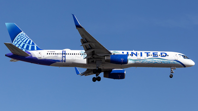 A picture of N14106 - Boeing 757224 - United Airlines - © Cayden Smith
