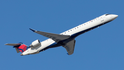 A picture of N166PQ - Mitsubishi CRJ900LR - Delta Air Lines - © Yixin Chen
