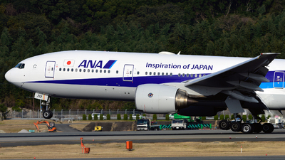 JA713A - Boeing 777-281 - All Nippon Airways (ANA)