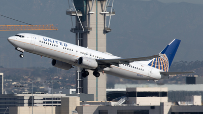A picture of N27477 - Boeing 737924(ER) - United Airlines - © Yixin Chen