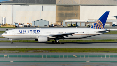 A picture of N215UA - Boeing 777222 - United Airlines - © global_flyer1