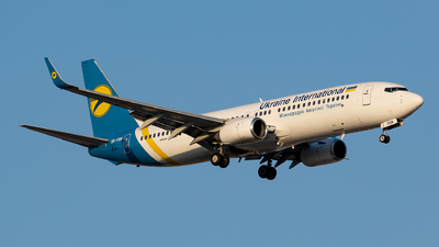 UR-PSN - Boeing 737-86N - Ukraine International Airlines