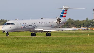 A picture of N716EV - Mitsubishi CRJ701ER - American Airlines - © Brian Stewart