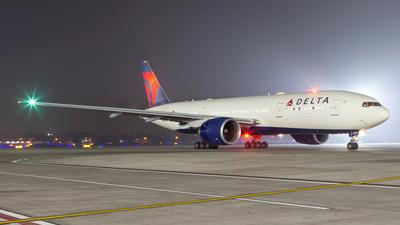 N703DN - Boeing 777-232LR - Delta Air Lines