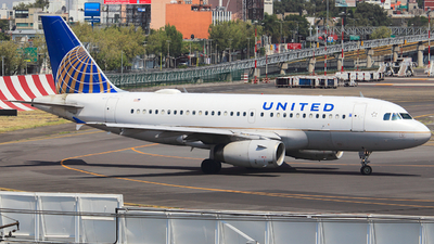 A picture of N811UA - Airbus A319131 - United Airlines - © Luis Miguel Martinez