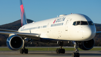 A picture of N692DL - Boeing 757232 - Delta Air Lines - © Jake Oesterreich