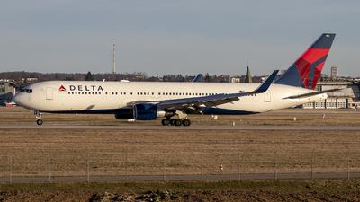 A picture of N186DN - Boeing 767332(ER) - Delta Air Lines - © Julian Kabatnik