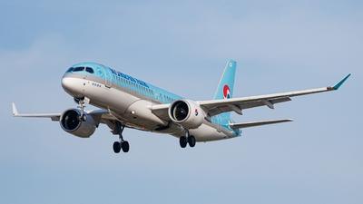 A picture of HL8314 - Airbus A220300 - Korean Air - © woooo Seungbeen