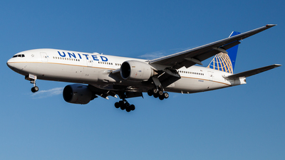 N78008 - Boeing 777-224(ER) - United Airlines