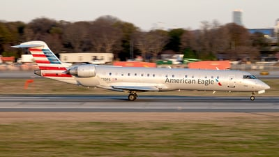 A picture of N720PS - Mitsubishi CRJ701ER - American Airlines - © Yan777