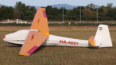 HA-4021 - Schleicher K-8B - Private