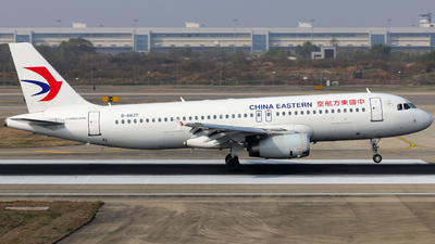 A picture of B6637 - Airbus A320232 - China Eastern Airlines - © Jerry_Hammer