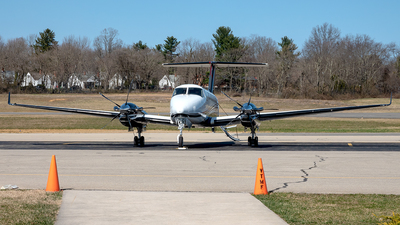 N762MW - Beechcraft B300 King Air 350i - Private