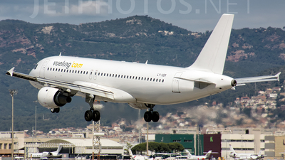 LY-VER - Airbus A320-211 - Vueling (Avion Express)