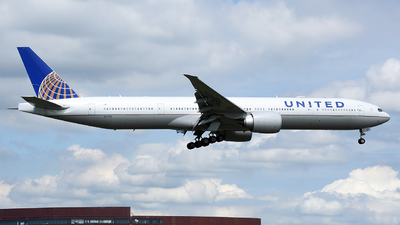 N2747U - Boeing 777-322ER - United Airlines