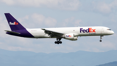A picture of N985FD - Boeing 757230(SF) - FedEx - © Yixin Chen