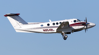 N954BL - Beechcraft B200 Super King Air - Private