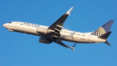 A picture of N76529 - Boeing 737824 - United Airlines - © Jordan Louie