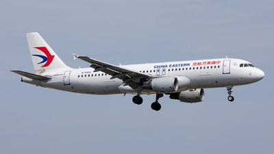 A picture of B6892 - Airbus A320214 - China Eastern Airlines - © Sweet Potato