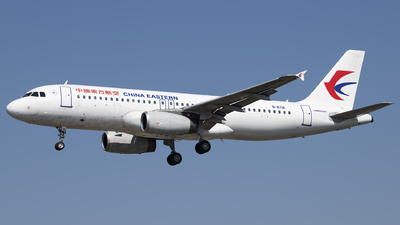 A picture of B6716 - Airbus A320232 - China Eastern Airlines - © Tom Cheng