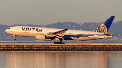 A picture of N774UA - Boeing 777222 - United Airlines - © Hongming Zheng