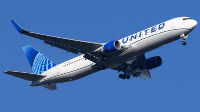 N656UA - Boeing 767-322(ER) - United Airlines