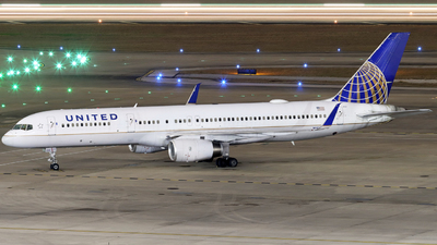 A picture of N48127 - Boeing 757224 - United Airlines - © Ennio