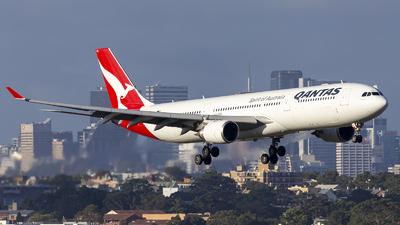 A picture of VHQPA - Airbus A330303 - Qantas - © MQ1131