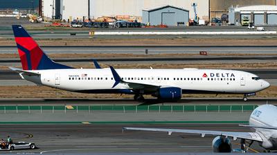 N881DN - Boeing 737-932ER - Delta Air Lines