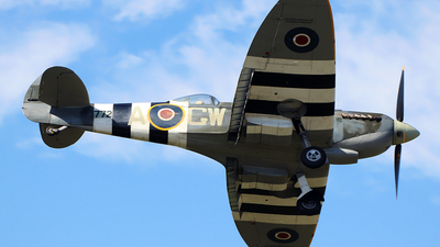 G-AVAV - Supermarine Spitfire T.9 - Private