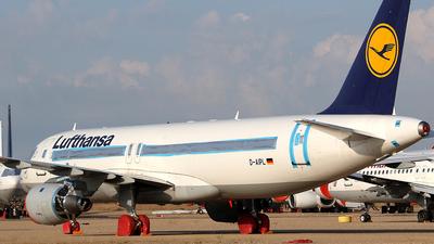 A picture of DAIPL - Airbus A320211 - [0094] - © Wojtek Kmiecik