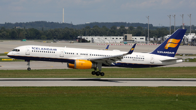A picture of TFFIP - Boeing 757208 - Icelandair - © Stefan Mayer